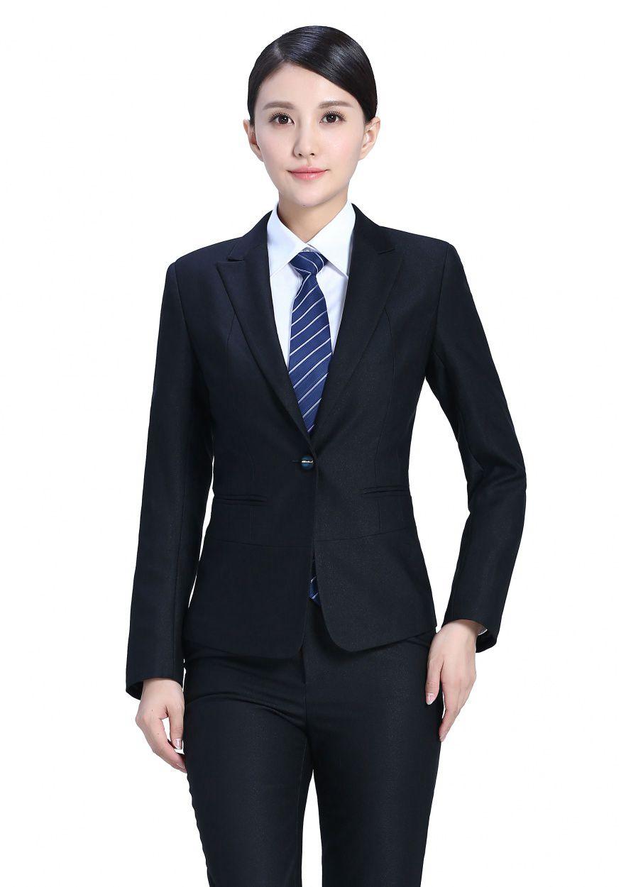 定制女士西装的穿搭规则,以及正确的测量方法